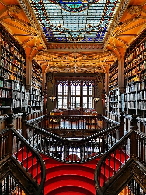 Library Interior Stairs  - travelphotographer / Pixabay